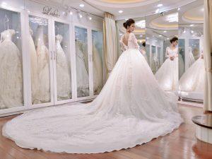 Thuê váy cưới và trang điểm cô dâu
