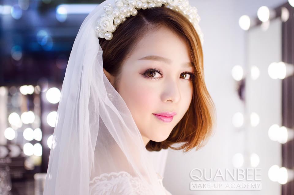 Trang điểm cô dâu phong cách tự nhiên nhẹ nhàng