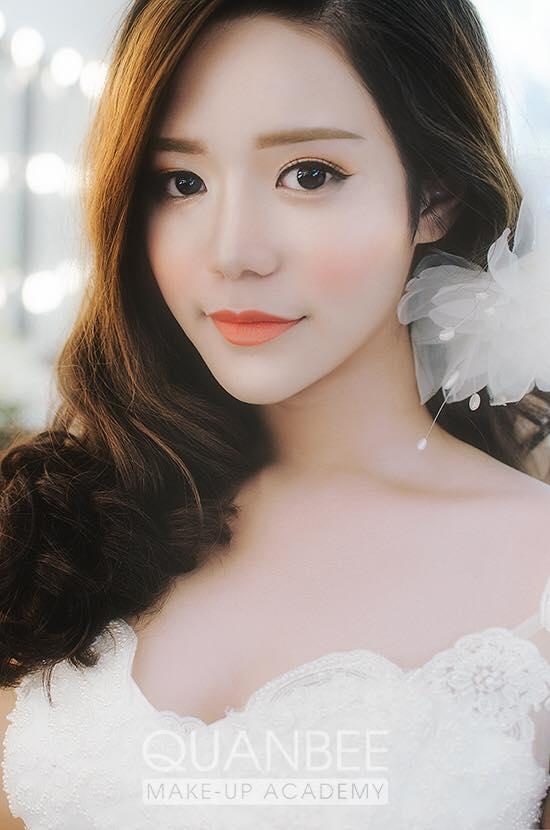 Trang điểm cô dâu phong cách tự nhiên ngây thơ