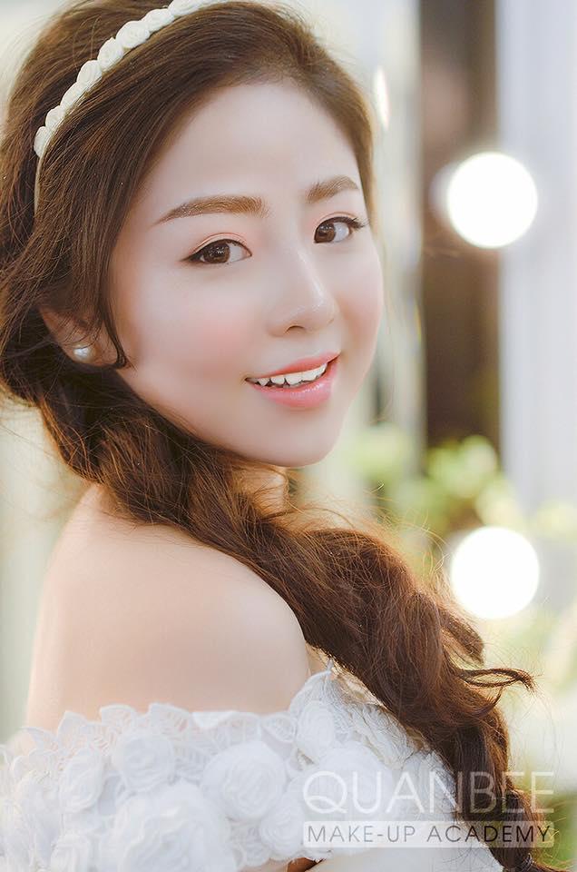 Trang điểm cô dâu phong cách tự nhiên dịu dàng