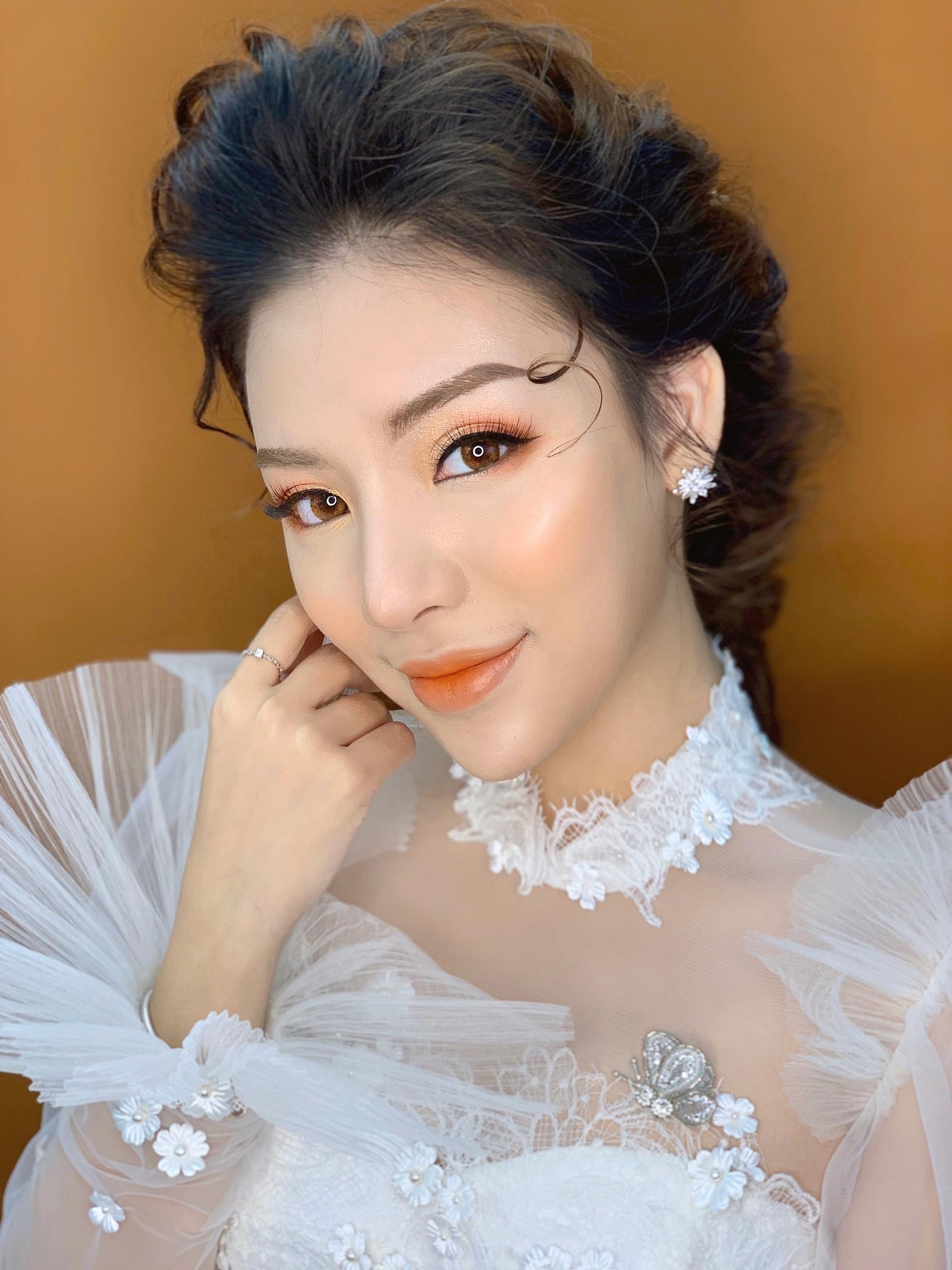 Học trang điểm make up cô dâu