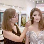 Trang điểm cô dâu và thuê váy cưới lộng lẫy ngày trọng đại